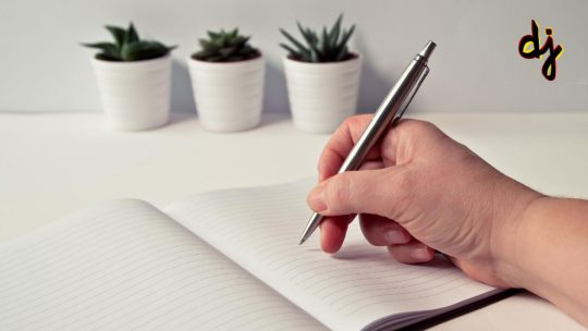How to start content writing career